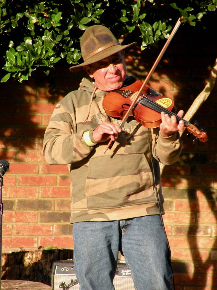 Cajun fiddler in Natchitoches